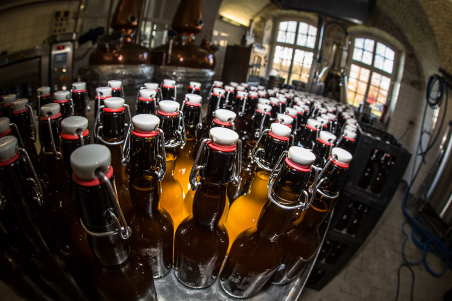 Flaschenreinigung in Czernys Küstenbrauerei